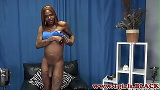 Inked black shemale cums while tugging